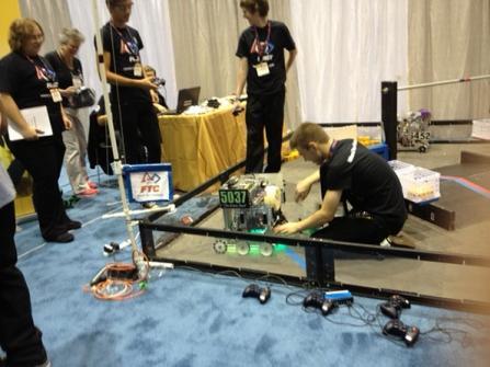 http://www.industryweek.com/site-files/industryweek.com/files/imagecache/galleryformatter_slide_penton/gallery_images/First-Robotics-robot-demo.jpg?1410408556