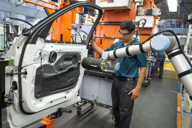 Collaborative Robots Working In Manufacturing