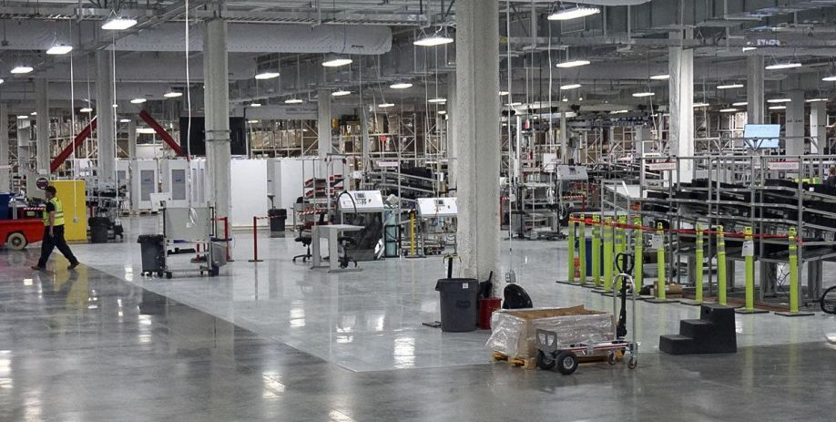 http://wfdd-live.s3.amazonaws.com/styles/slideshow/s3/images/slideshow/A-Rare-Look-Inside-The-Gigafactory-Tesla-Hopes-Will-Revolutionize-Energy-Use-474388482-1461018608.jpg?itok=xoQzR_Sk